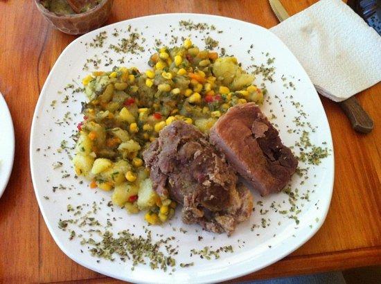 Al Sur Resto Bar : ensalada de papas con chancho al horno