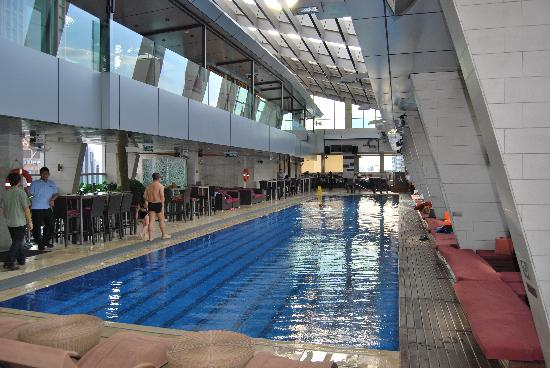 The bar swimming pool picture of traders hotel kuala - Best hotel swimming pool in kuala lumpur ...
