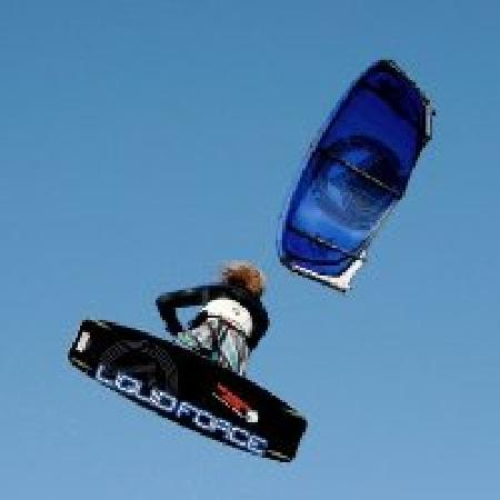 The Kitesurf Centre: Kitesurf jump