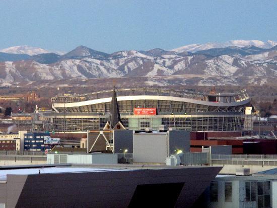 Hilton Garden Inn Denver Downtown: room view on corner 10th floor