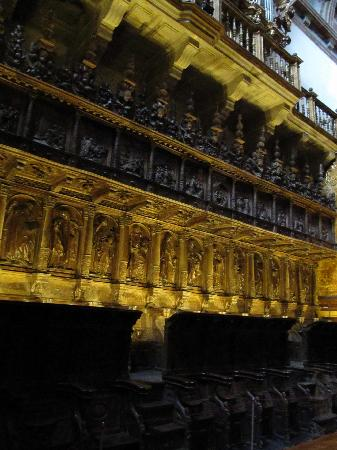 Monasterio de San Martin Pinario : coro dietro l'altare maggiore dorato