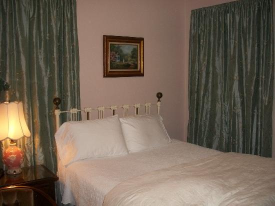27 Blake Street: bedroom view