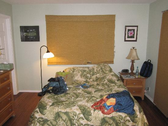 The Ohia House: The bed in the room.