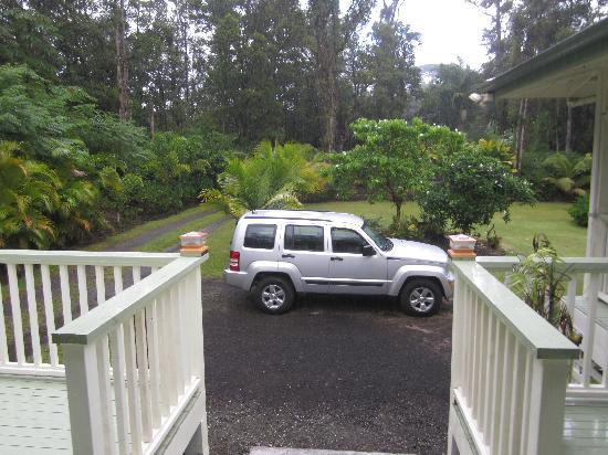 The Ohia House: Looking out from the lanai.  There is a parking space for the B&B guests.