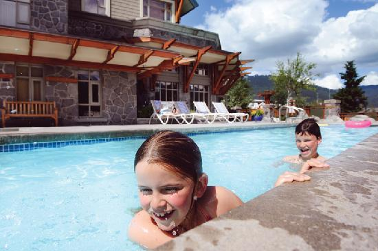 Pan Pacific Whistler Village Centre: Pool Deck