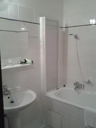 Astra : Bathroom