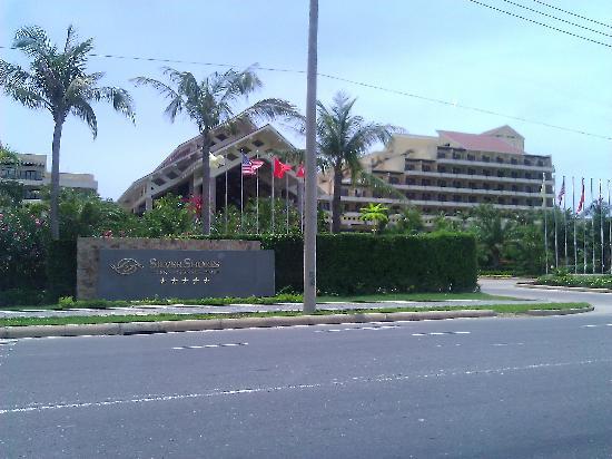 Silver Shores International Resort: Entrance
