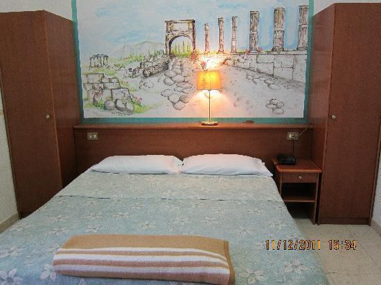 Nazional Rooms: Le lit (chambre)
