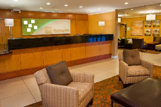 Holiday Inn Forest Park: Lobby