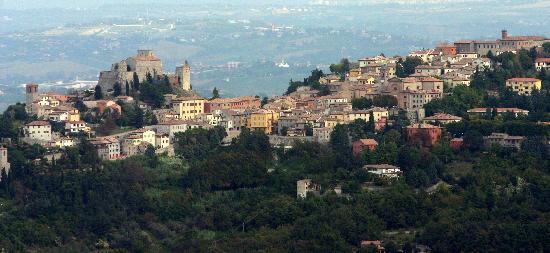 Oste del Castello Wellness & Bike: Verucchio vista da Torriana