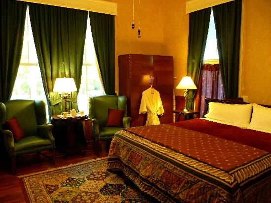 Americus Garden Inn Bed & Breakfast: The Library Suite is a favorite of business travelers.