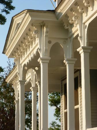 Americus Garden Inn Bed & Breakfast: 1847 architectural details