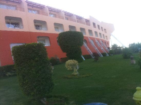 Dessole Titanic Aqua Park Resort: Front of Hotel