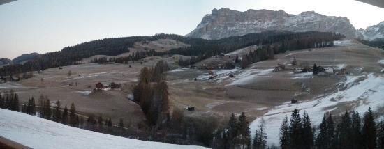 La Villa, Italy: il paesaggio visto dalla finestra della camera