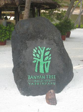 Banyan Tree Vabbinfaru: Entrance Sign
