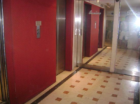America Plaza Hotel: 2 elevadores com capacidade de até 4 pessoas que estão sempre disponiveis