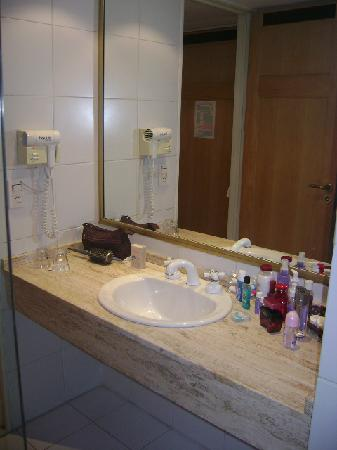 America Plaza Hotel: banheiro