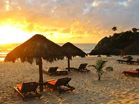 Piedra Escondida : sunrise from the beach