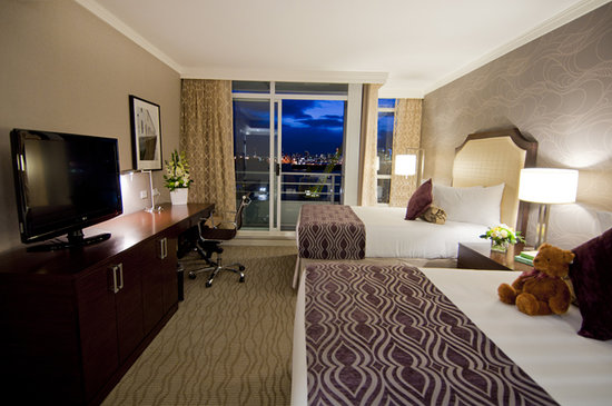 Pinnacle Hotel At The Pier: Deluxe Harbour View Room With Two Double Beds