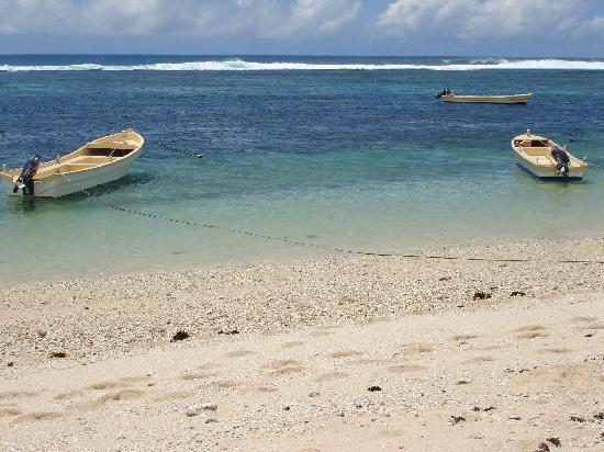 Ha'atafu Beach Resort: Safe swimming for kids