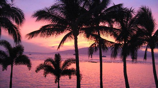 Lahaina Shores Beach Resort: Beautiful Maui Sunset from our ocean front room