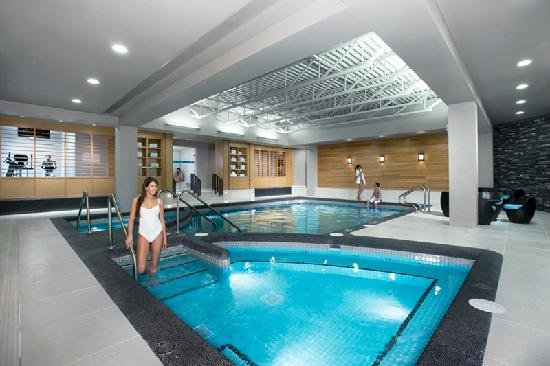 Banff Park Lodge Resort and Conference Centre: Enjoy our pool, Jacuzzi, steam room and exercise facilities