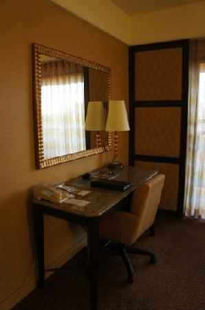 Hilton Stockton: Working desk