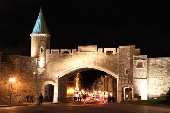A l'Augustine: old city gate at night