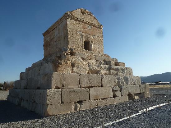 Pasargadae: Tombe de cyrus II