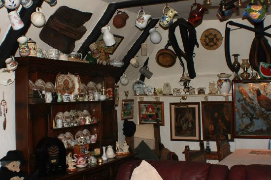Fairybridge Cottage: Part of dining area