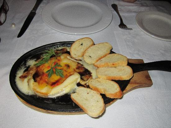 River Cafe: baked brie wheel