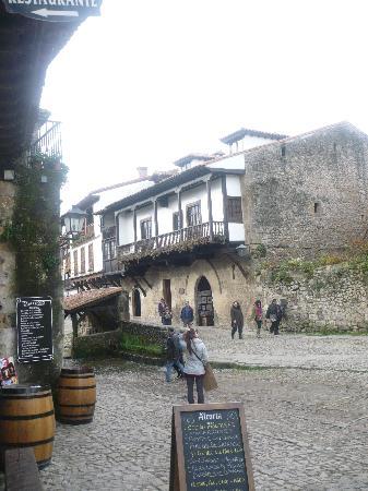 Posada La Solana: calles santillana
