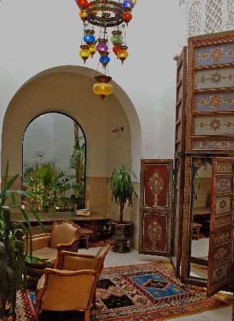 Riad Camilia: diningroom