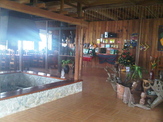 Native Village Inn & Restaurant: Lobby/ Breakfast nook/ Fireplace area