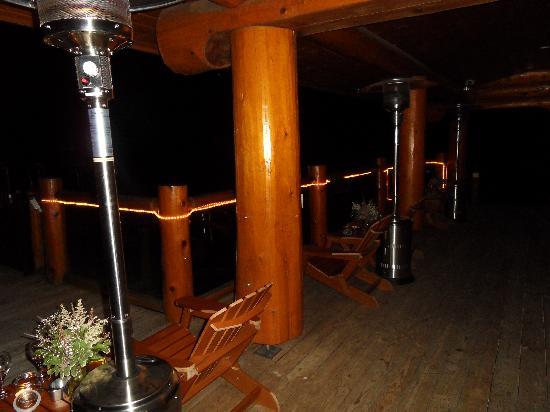 Fraser River Lodge: Gemütliche Terasse, auch am Abend beim Glas Wein.