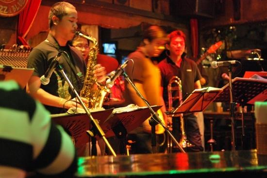 Saxophone Pub: the only classic big band live in bangkok