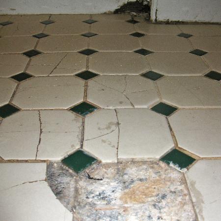 Bathroom Tiles Loose bathroom floor - dangerous loose tiles - picture of georgian court