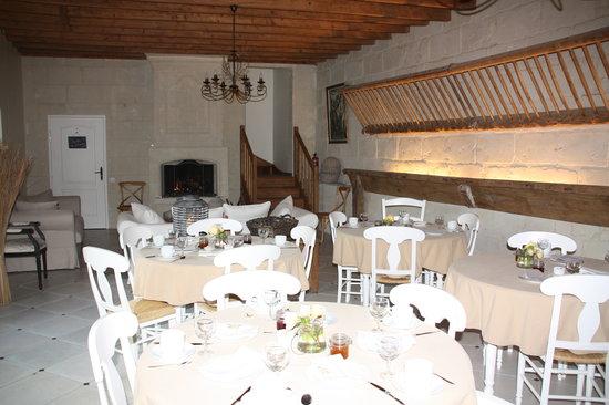 Aux Tournesols: l'ancienne étable /salle à manger