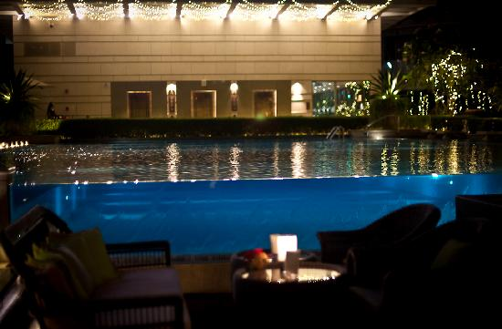 The Fullerton Bay Hotel Singapore: pool