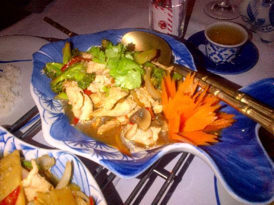 Banthai Wareethip: Gai Phad Broccoli (chicken with chili and broccoli