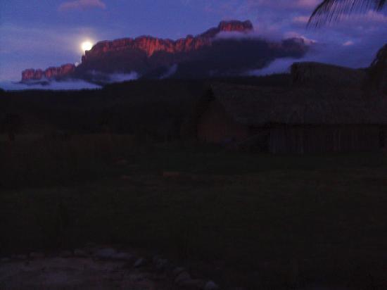 Kavak : Amanecer con luna llena
