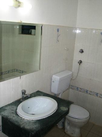 Hill View Hotel : Bathroom