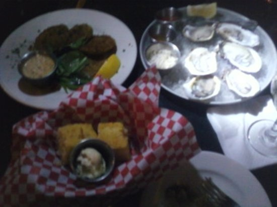 Maxie's Supper Club and Oyster Bar : Oysters, Gr Tomatos, Cornbread