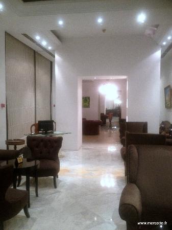 Hotel La Maison-Blanche : hall de l'hôtel