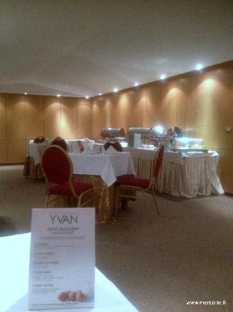 Hotel La Maison-Blanche : la salle du petit déjeuner