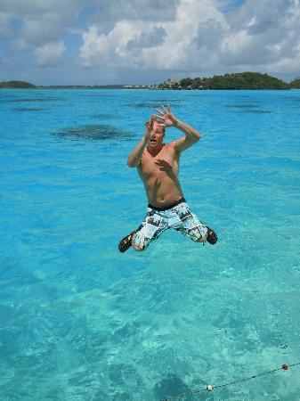 InterContinental Bora Bora Le Moana Resort: jumping off balcony