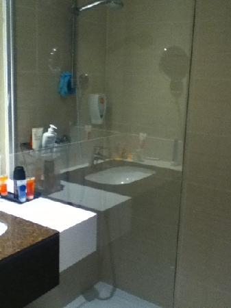 HOVIMA Costa Adeje: walk in shower