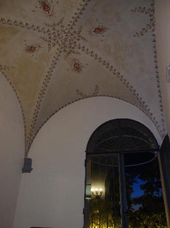 Palazzo Ravizza: HALLWAY