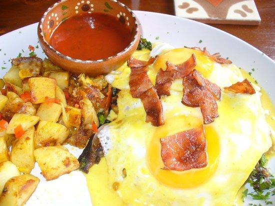 Lola Valentina : Eggs benedict, island style. So good!