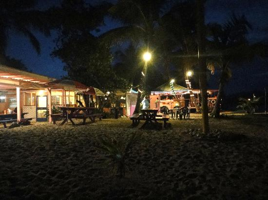 Beef Island Guest House: At night